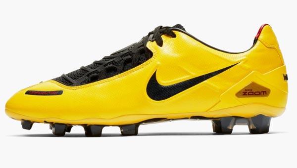 รองเท้าสตั๊ด Nike Total 90