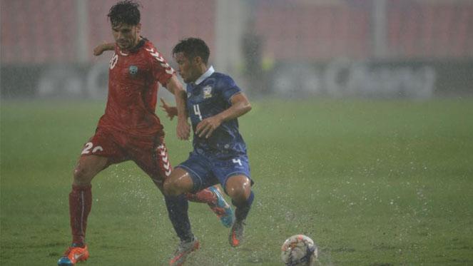 ไทย 2-0 อัฟกานิสถาน : เย็น ควง มุ้ย ซัดคนละตุงฝ่าฝนเก็บชัย