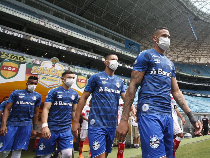 ทีมดังบราซิล สวมหน้ากากลงสนามประท้วงลีก หลังไม่ยอมเลื่อนการแข่งขัน