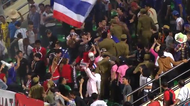 ตำรวจลาวปล่อยตัว 25 แฟนบอลก่อเหตุวุ่นแล้ว ส่งตัวกลับไทย