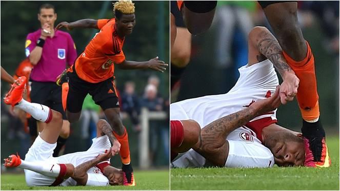 ภาพกีฬาอย่างโหด นักเตะล้มกลิ้งคาสนาม โดนฝ่ายตรงข้ามเหยียบหูขาด
